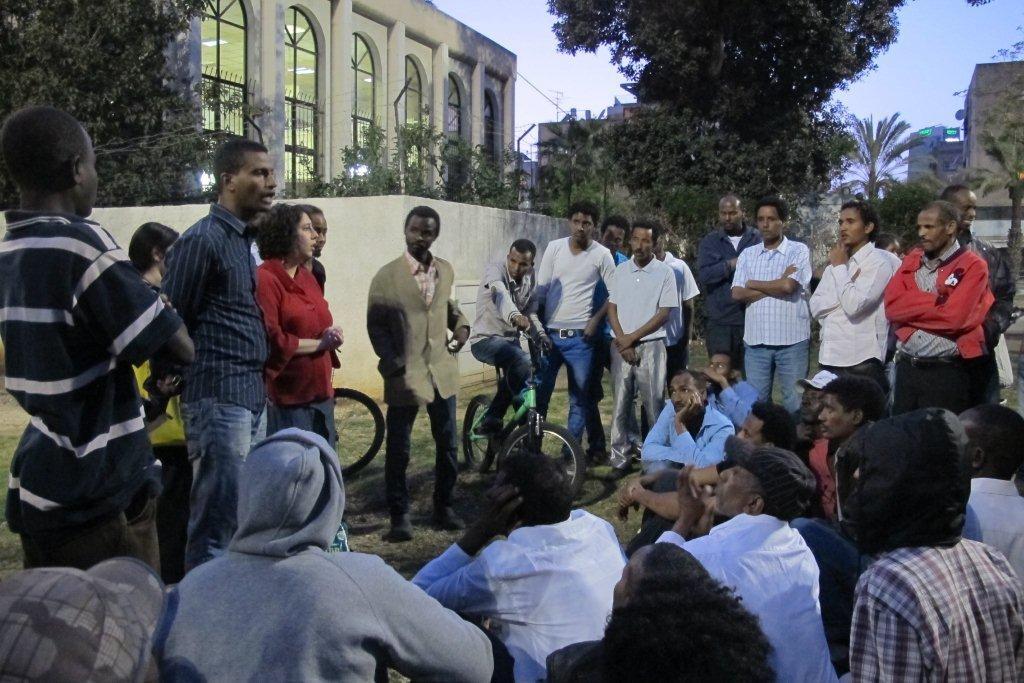תמונה קבוצתית של ניצול: 300 עובדים נותרו ללא שכר לעבדותם
