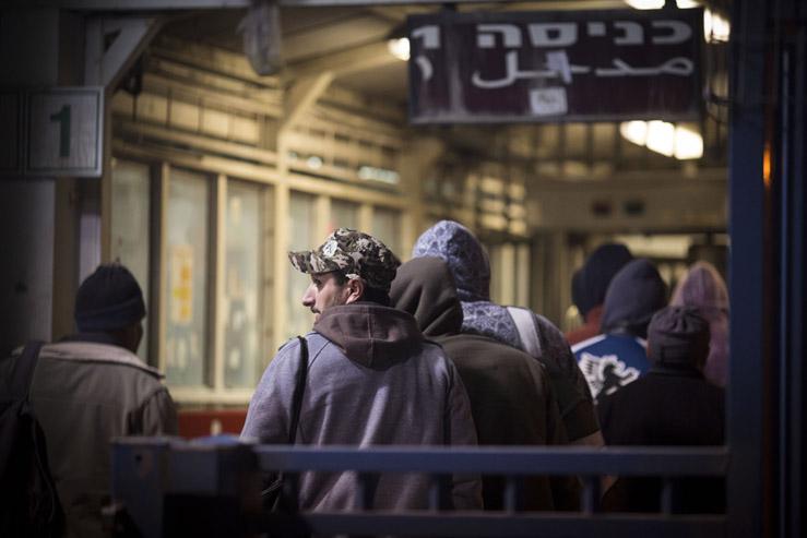 עושק הפועלים הפלסטינים – סיקור מורחב בעיתון הארץ