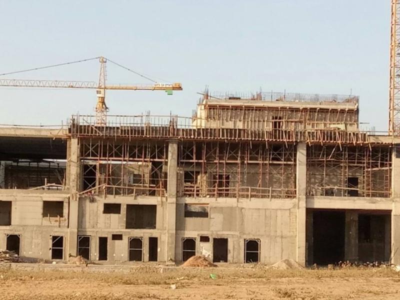 3 עובדים נפלו מגובה באתר הבנייה מולחוף של חברת אבו עייש בחדרה