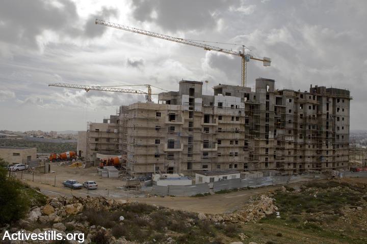 הבאת מהגרי עבודה מסין לענף הבניין והשלכותיה על עובדים ישראלים – נייר עמדה