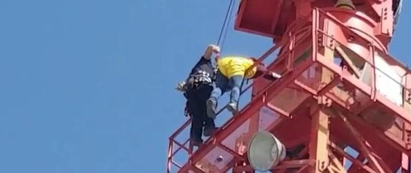 תארו לכם שהייתם תקועים בגובה 60 מטר בלי יכולת לרדת
