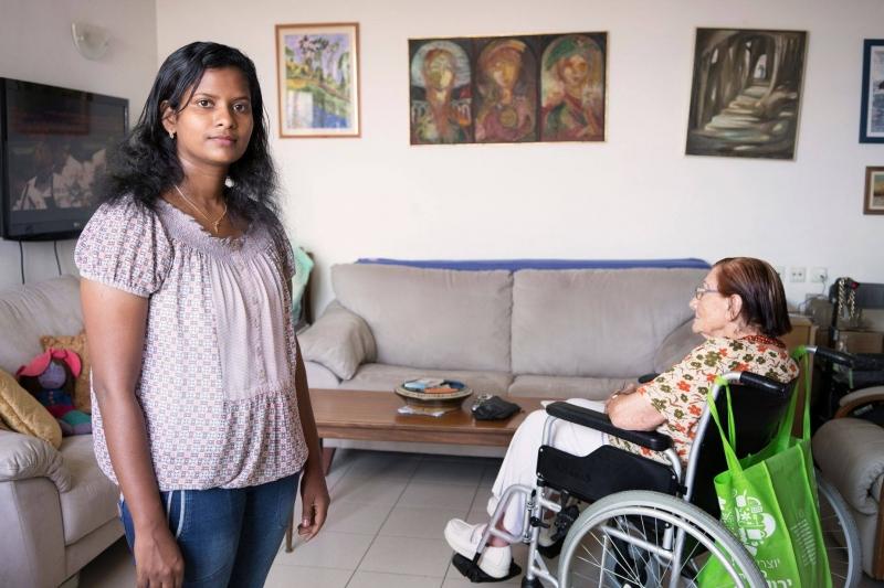 לגור בדירת שותפים בגיל 90