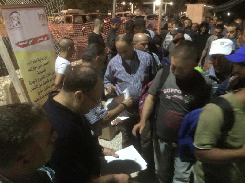 האוצר החליט במחשכים לחלק לקבלנים את דמי המחלה שהמדינה גזלה לאורך שנים מהעובדים הפלסטינים.